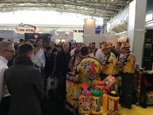 FARBE 2016 - Big Wipes stand and team